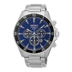 Heren horloge uit de Seiko collectie met een quartz uurwerk die wordt opgeladen door de Solar techniek - uitgevoerd met een stalen kast en band en voorzien van een blauwe wijzerplaat en een zwarte lunette - De Seiko collectie is verkrijgbaar bij Sparnaaij Juweliers in Aalsmeer en Hoofddorp