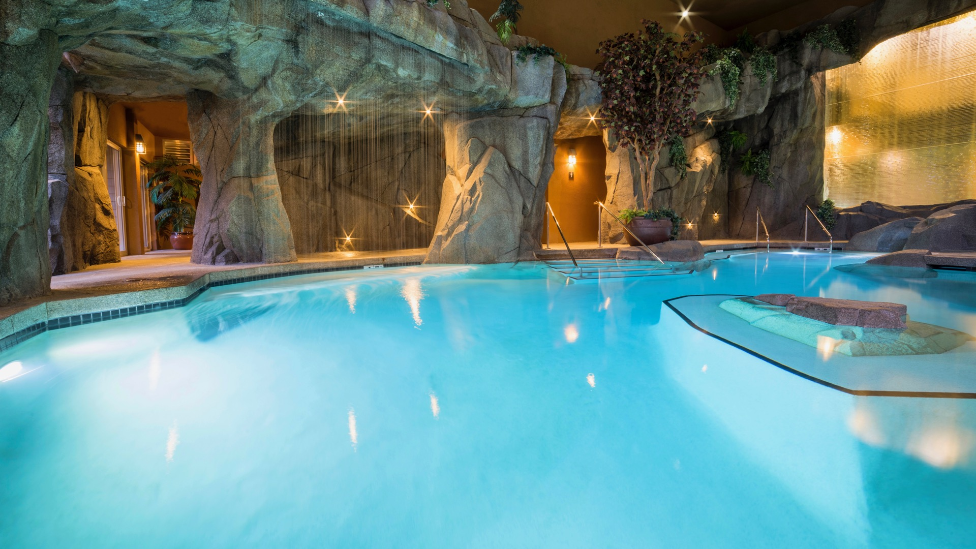 Vancouver Island Hotels With Pools