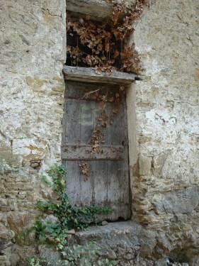 doorway-521278_1280