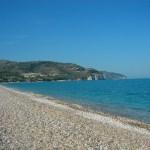 mattinata-spiaggia-sassi-pietrucciole