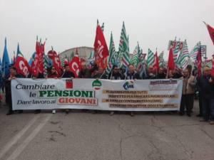 Ancona, pensionati in piazza Ansa
