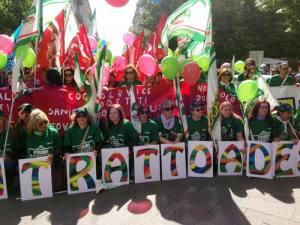 (ANSA) - ANCONA, 6 MAG - Lavoro: sciopero e manifestazione del terziario ad Ancona per rinnovo contratto.