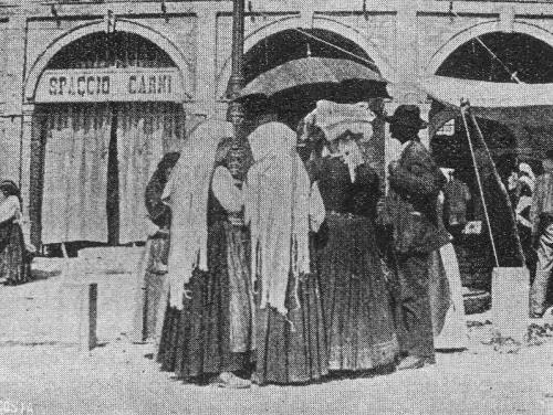 Logge in piazza dei Galli - foto Rivista Marchigiana Illustrata, 1906