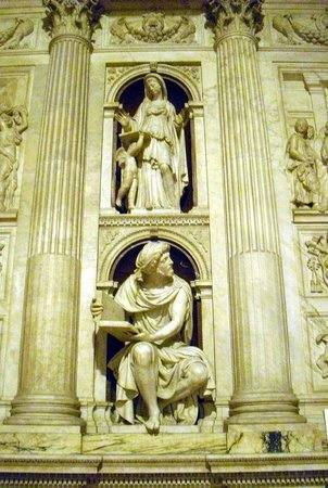 Ornamento marmoreo della Santa Casa