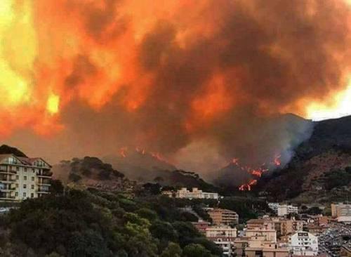 """Fiorello: """"Messina brucia"""""""