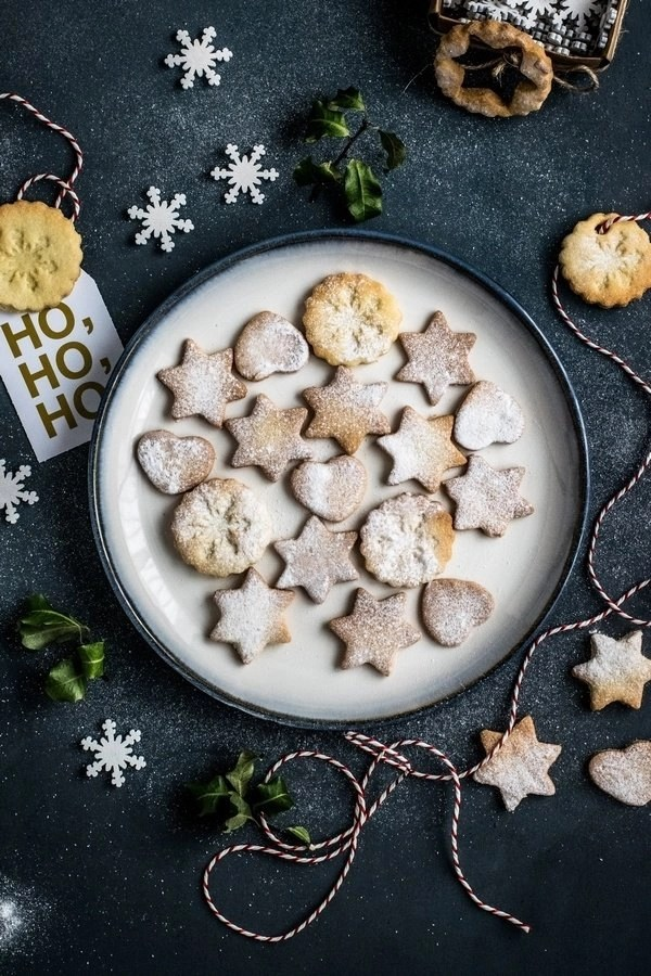 Christmas Preparations – Christmas food of cookies and mince pies