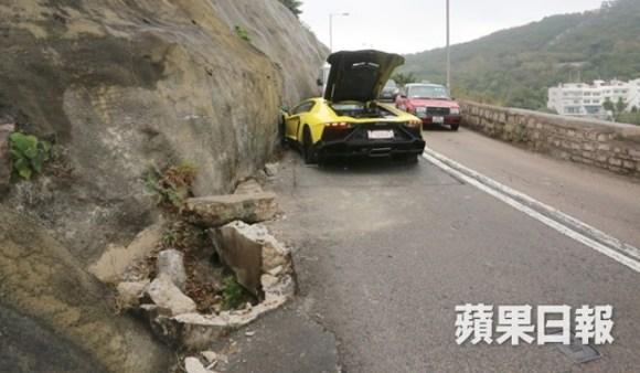 La Lamborghini Aventador de 720 ch finit sa course dans une falaise