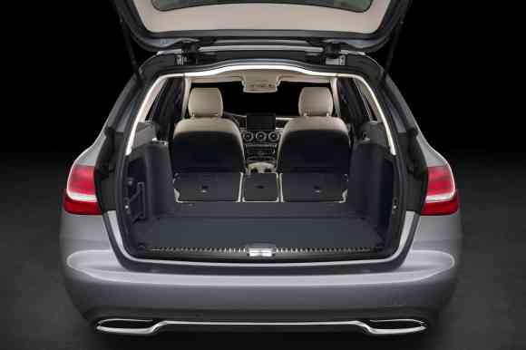 Les sièges rabattables permettent de moduler l'intérieur de la Mercedes comme on le souhaite