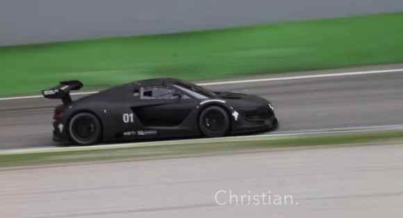La R.S 01 s'essaye à Monza dans une teinte noir mat !