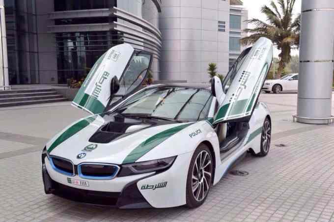La bavaroise BMW i8 voit la vie en blanc et vert
