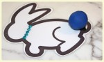 Easter bunny - color matching with blue rhinestone necklace craft at LE CHEMIN ABA, center for children with autism and other special needs, in Paris, France.