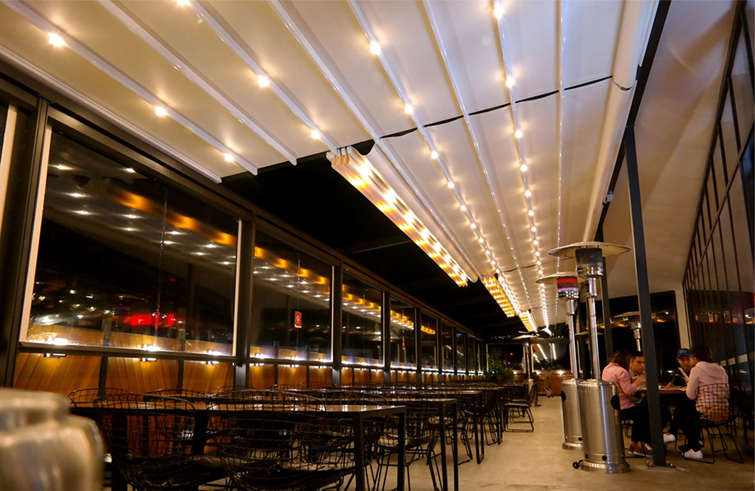 Awning Warehouse Retractable Awnings Ideal For Restaurant