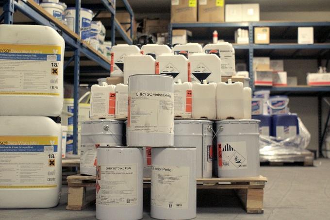 mortiers de résine drainants, agents de protection et désactivants pour béton, résines à sabler et à gravillonner, profilés de délimitation cintrables