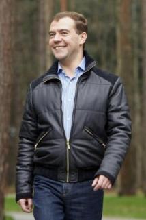 Медведев хвалит Матвиенко за решение проблем детсадов в день голодовки семей малышей