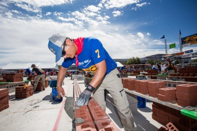Carlos Hernandez at the beginning of the SPEC MIX BRICKLAYER 500 competition