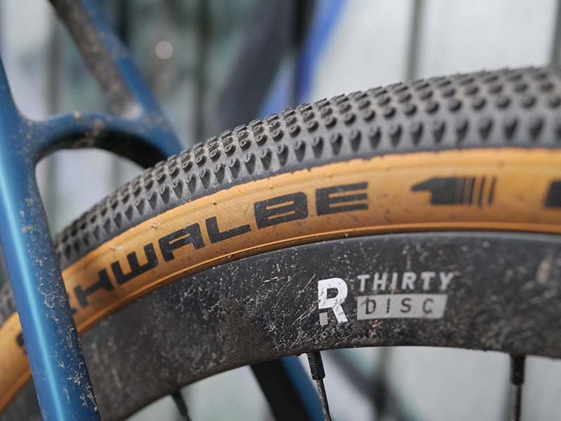 38 mm Reifen beim Backroad Gravelbike