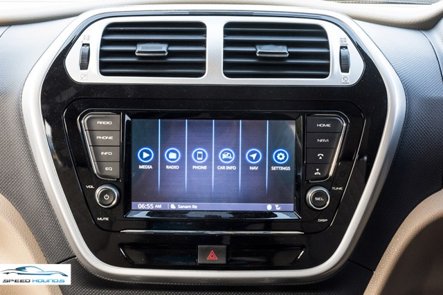 Mahindra TUV300 Plus Review Infotainment