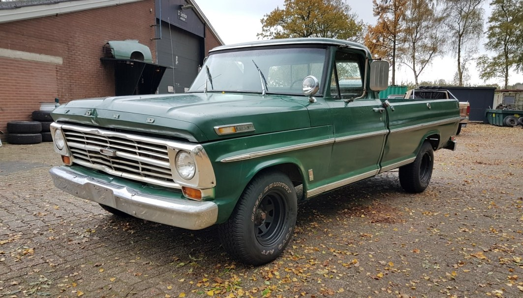1968 Ford F100 with 390ci - slide