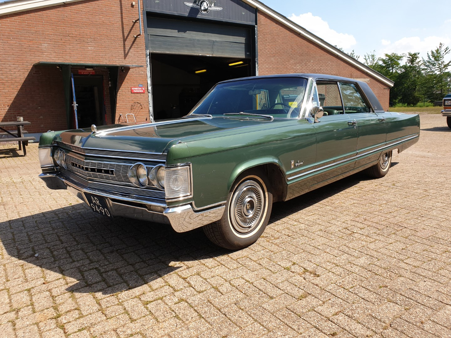 1967 Chrysler Imperial with 440ci V8