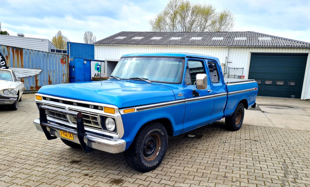 1977 Ford F150 Custom SuperCab shortbed 5.0 EFI AOD (1)