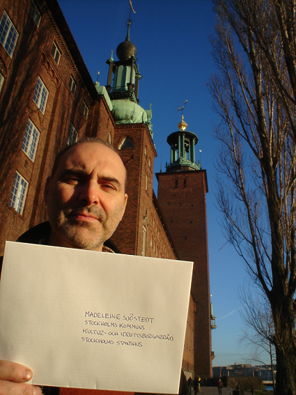 Janne vid Stadshuset. Foto: Ulf Haase