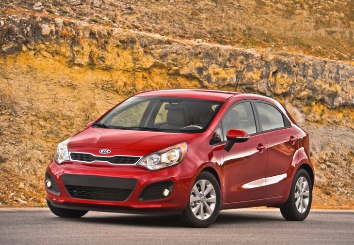 2012 kia rio 5 door ex vs 2012 hyundai accent se 5 door. Black Bedroom Furniture Sets. Home Design Ideas