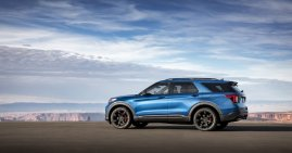 Engineered by the Ford Performance team, Explorer ST uses a specially tuned 3.0-liter EcoBoost® engine projected to achieve 400 horsepower and 415 lb.-ft. of torque. A top speed target for track drivers stands at 143 mph.