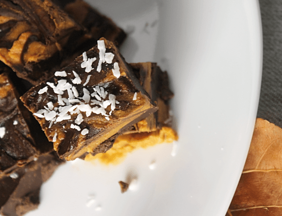 Vegan Pumpkin Spice Chocolate Fudge - The perfect treat for Halloween.