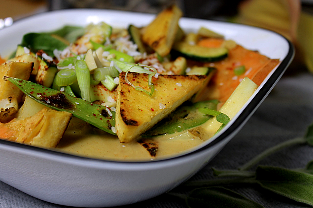 Vegan thai green curry soup. 15 minutes dinner recipes.