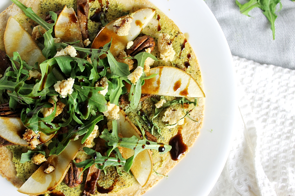 The perfect girls night pizza! Vegan and gluten-free, this pear pizza with vegan mozzarella is super tasty!