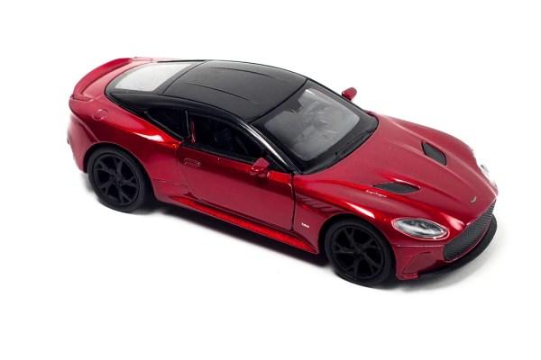 Aston martin rood