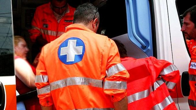 Incidente sulla SS 75, pneumatico sulla carreggiata, ferita donna