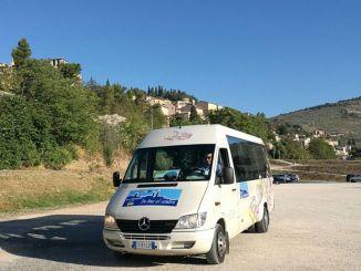 In bus al centro, a Spello continua anche nel periodo estivo