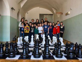 Associazione Amici di Spello dona giochi didattici a Istituto Ferraris