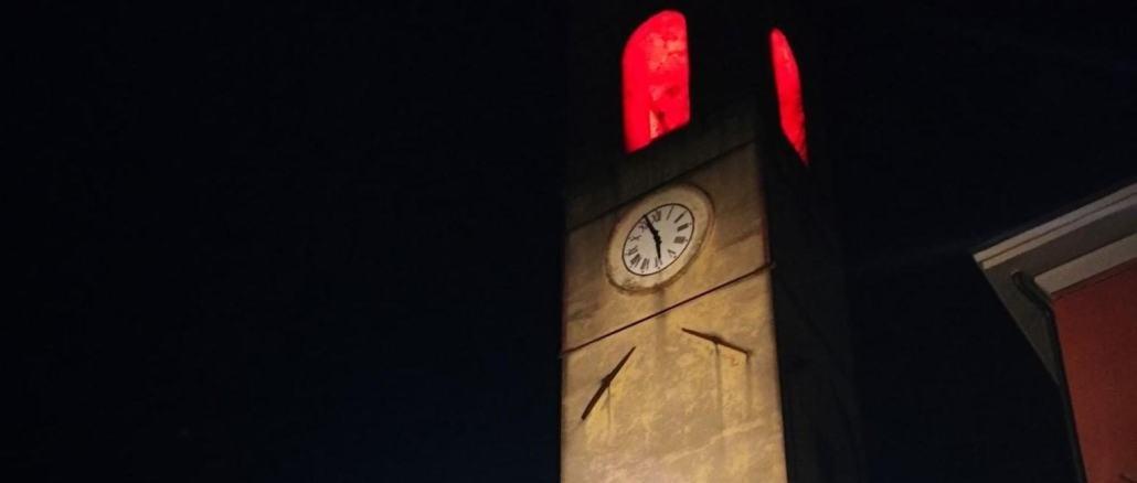 Cannara: torre civica in rosso contro la violenza sulle donne