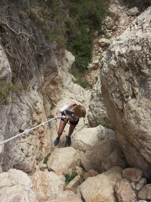 spend_life_traveling_sanne_wesselman_rope-climbing_costa_blanca