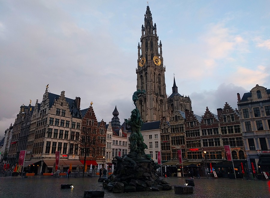 24 Hours in Antwerp: What to see & do - Grote Markt (Great Market Square)