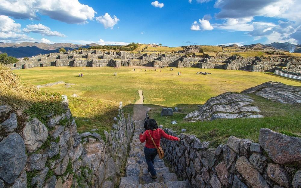 visit Incan ruins in Peru - Saqsayhuaman