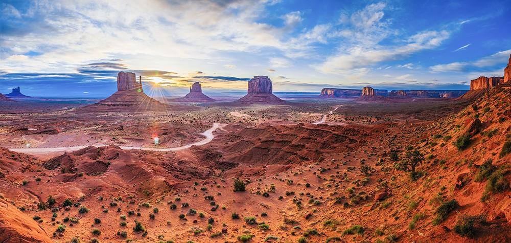 Monument Valley on the border of Utah & Arizona, USA