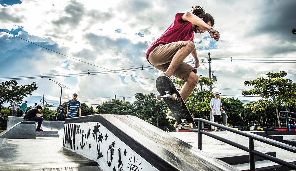 Medellin for digital nomads: nightlife and sports