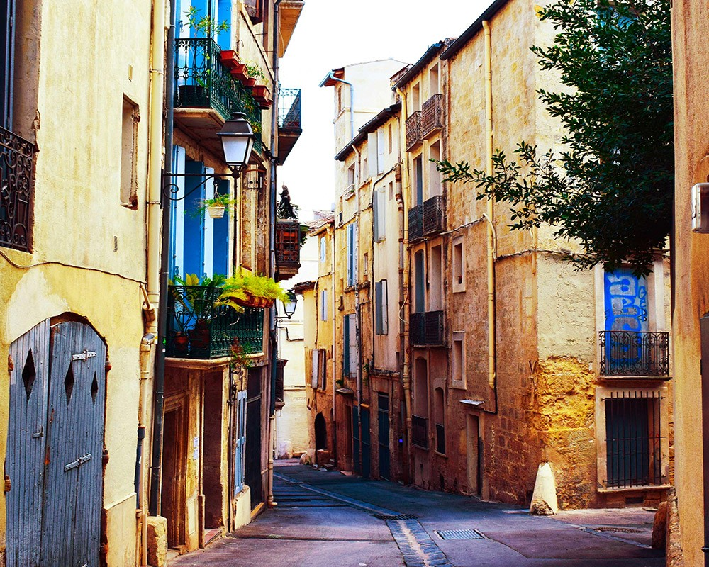 What to Do on a Short Trip to Montpellier: explore the narrow alleys