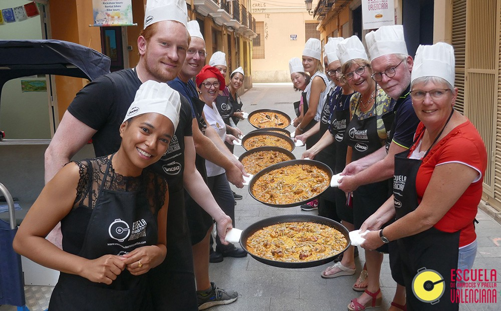 A Paella Cooking Class in Valencia – Review & Recipe