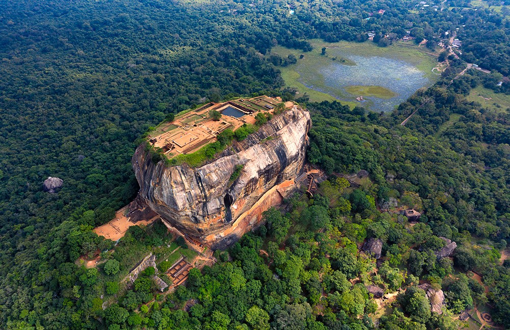 30 Days in Sri Lanka – Places to Visit & Places NOT to Visit