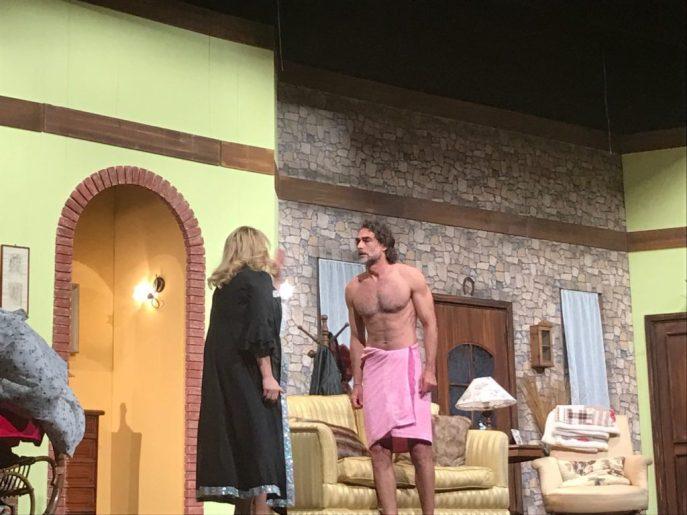 "Sergio Muniz nudo in una scena di ""Cuori Scatenati"""