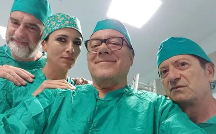 Si vive una volta sola Verdone «Vi fidereste di questa equipe chirurgica?»