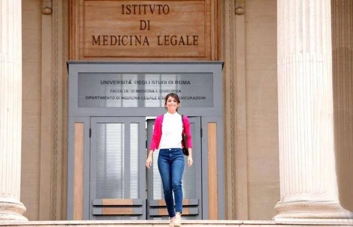 Sondaggio l'Allieva 3: chi sarà Andrea Males la nuova direttrice dell'Istituto?
