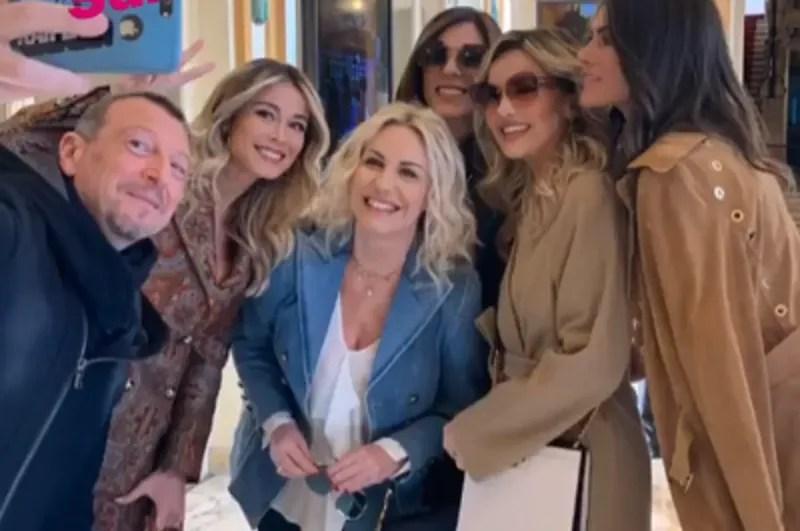 Sanremo 2020 conferenza stampa: Amadeus presenta le sue conduttrici, tornano Albano e Romina. Tutti gli ospiti