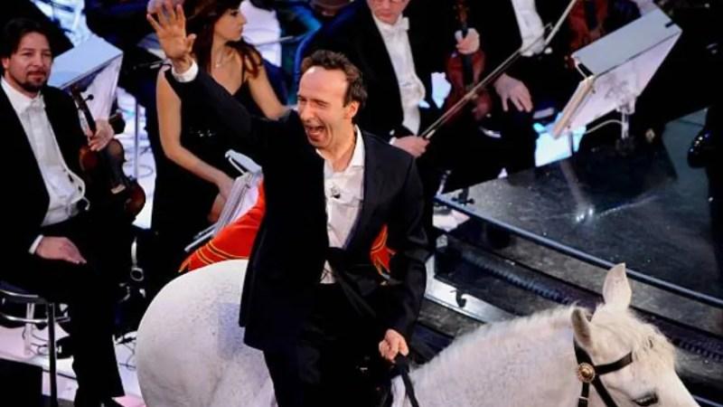 Sanremo 2020 terza serata, duetti in ordine, ospiti in scaletta Roberto Benigni previsto alle 22.30, Mika e Lewis Capaldi e il cast de L'Amica Geniale