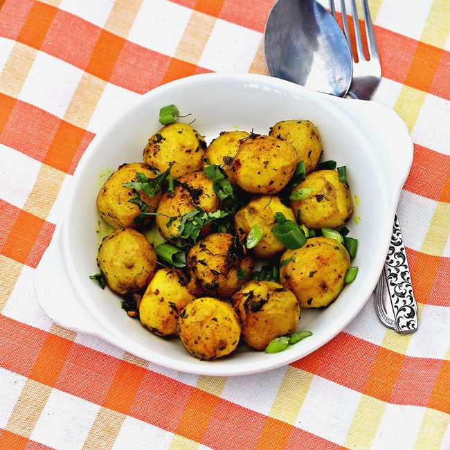 Turmeric and Thyme Potatoes