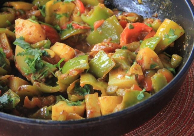 Alu Shimla - Curried Potatoes with Bell Peppers
